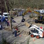 Land- und Baumaschinen auf dem Schulhof während der 75-Jahr-Feier